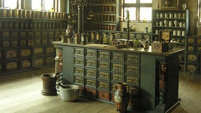 Den Gamle By - the Apothecary from the mid-1700s